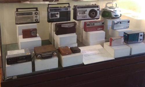 Radio transmisores de diferentes modelos y épocas