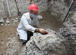 Investigaciones arqueológicas en el subsuelo del museo por sus técnicos.