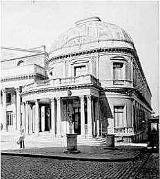 En 1879, el Museo Nacional se traslada al ala Oeste del Teatro Solís,