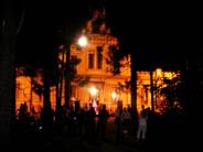 Fachada en Museos en la noche