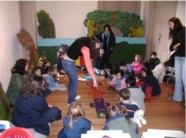 Preescolares jugando ludo arqueológico