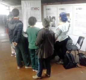 Visitantes en la muestra del Museo